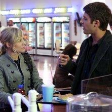 Kristen Bell parla con Ryan Devlin nel terzo episodio della terza serie di Veronica Mars