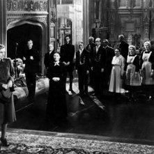 Laurence Olivier con Joan Fontaine e Judith Anderson in una scena del film Rebecca, la prima moglie