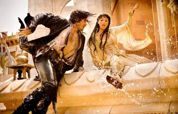 Un'avventurosa immagine di Jake Gyllehaal e Gemma Arterton in Prince of Persia: The Sands of Time