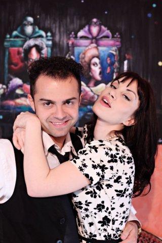 una bella foto di Andrea De Rosa e Crisula Stafida sul set di Ganja Fiction
