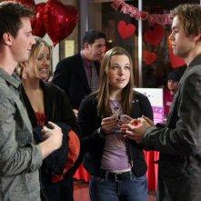 Jason Dohring, Tina Majorino e Julie Gonzalo nell'episodio della stagione 3 di Veronica Mars