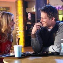 Julie Gonzalo e Jason Dohring pranzano assieme nell'episodio della stagione 3 di Veronica Mars