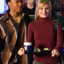 Percy Daggs III (Wallace) e Kristen Bell in una scena dell'episodio 'Dietro le sbarre' di Veronica Mars