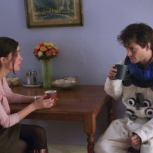 Rose Byrne e Hugh Dancy in un'immagine del film Adam