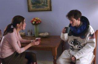 Rose Byrne e Hugh Dancy in un'immagine del film Adam