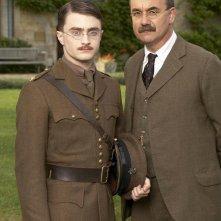 Daniel Radcliffe è Jack e David Haig è Rudyard Kipling nel film My Boy Jack