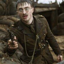 John Kipling (Daniel Radcliffe) in una scena di battaglia del film My Boy Jack