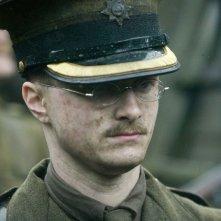 Un primo piano di John Kipling (Daniel Radcliffe) in una scena del film My Boy Jack