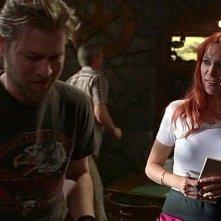 Carrie Preston (interprete di Arlene) e Todd Lowe (Terry) in una scena dell'episodio 'Hard-Harted Hannah' della serie tv True Blood