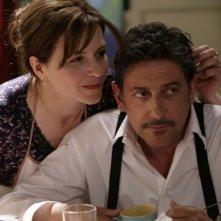 Martina Gedeck e Sergio Castellitto in una scena del film Tris di donne e abiti nuziali