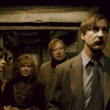 Natalia Tena(Nymphadora Tonks), Julie Walters(Molly Weasley), Mark Williams(Arthur Weasley) e David Thewlis(Remus Lupin) nel film Harry Potter e il principe mezzosangue
