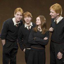 I fratelli Weasley: i gemelli Phelps, Rupert Grint e Bonnie Wright in una foto promozionale del film Harry Potter e l'Ordine della Fenice