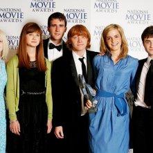Parte del cast posa con il Best Family Film Awards per il film 'Harry Potter and the Order of the Phoenix' al National Movie Awards del Royal Festival Hall, a Londra nel 2007
