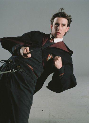 Una foto promo di Matthew Lewis in guardia per il film Harry Potter e l'Ordine della Fenice