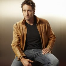 Alex O'Loughlin è il dottor Andy Yablonski nella serie Three Rivers