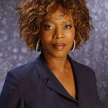 Alfre Woodard è la dottoressa Sophia Jordan nella serie Three Rivers
