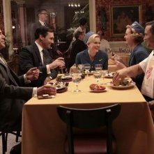 Bryan Batt, Jon Hamm, Sunny Mabrey, Annie Little e Joel Lambert in una scena dell'episodio Out of Town di Mad Men