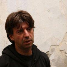 Luigi Sardiello in una scena del film Piede di Dio