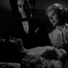 Susan Strasberg con Ann Todd e Christopher Lee in una scena del film La casa del terrore