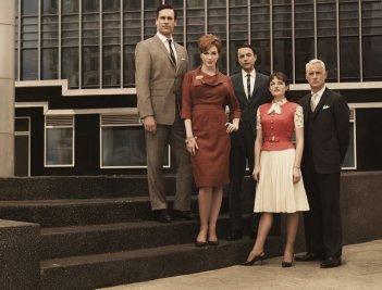 Una foto promozionale del cast della stagione 3 di Mad Men
