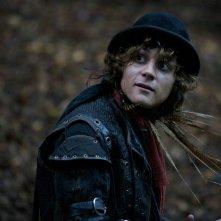 Augustus Prew è Robin in una scena di Moonacre: I segreti dell'ultima luna