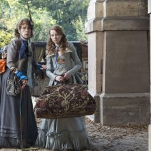 Juliet Stevenson (Miss Heliotrope) e Dakota Blue Richards (Maria) in una scena di The Secret of Moonacre