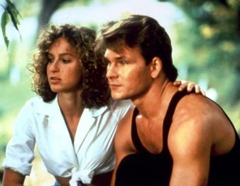 Patrick Swayze e Jennifer Grey in una scena del film Dirty Dancing