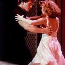 Patrick Swayze e Jennifer Grey in una scena di ballo del film Dirty Dancing