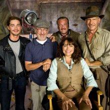 Shia LaBeouf, Steven Spielberg, Ray Winstone, Karen Allen e Harrison Ford sul set di Indiana Jones 4