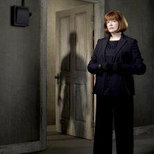 Blair Brown è Nina Sharp in una immagine promozionale della stagione 2 di Fringe