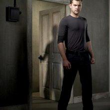 Joshua Jackson è Peter Bishop in una foto promozionale della stagione 2 di Fringe