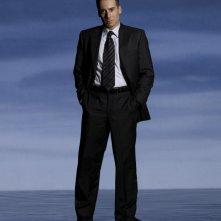 Kirk Acevedo è l'Agente Charlie Francis in una foto promozionale della stagione 2 di Fringe