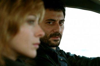 Kseniya Rappoport e Filippo Timi in una scena del film La doppia ora (2009)