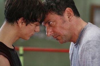 Gabriele Campanelli e Sergio Castellitto in un'immagine del film Alza la testa