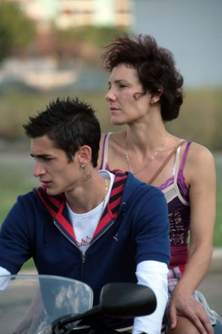 Giulio Beranek e Anna Ferruzzo in una scena del film Marpiccolo
