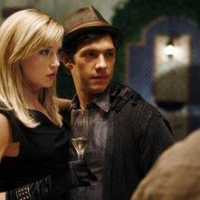 Katie Cassidy e Michael Rady in una scena di Melrose Place