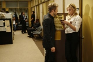 Katie Cassidy e Shaun Sipos in una scena della serie della CW Melrose Place