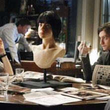 Michelle Borth e Anthony Carrigan in una scena di The Forgotten