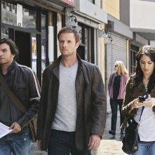 Michelle Borth, Rupert Penry-Jones e Anthony Carrigan in una scena di The Forgotten