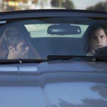 Shaun Sipos e Thomas Calabro in una scena del nuovo Melrose Place targato CW