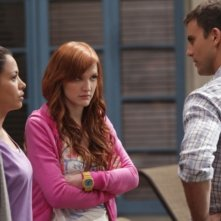 Stephanie Jacobsen, Ashlee Simpson-Wentz e Colin Egglesfield in una scena di Melrose Place