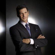 Thomas Calabro è il Dr. Michael Mancini in una foto promozionale di Melrose Place