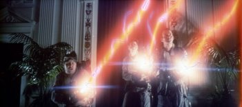 Bill Murray, Dan Aykroyd ed Harold Ramis in una scena di Ghostbusters - Acchiappafantasmi