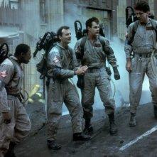 Bill Murray, Dan Aykroyd, Harold Ramis ed Ernie Hudson in una scena di Ghostbusters - Acchiappafantasmi