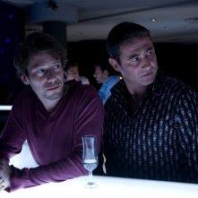 Mathieu Amalric e Sergi Lopez in una scena di Les derniers jours du monde