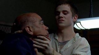 Allan Hyde nei panni del vampiro Godric in una scena dell'episodio 'Timebomb' della serie True Blood