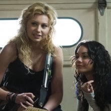 Alyson Michalka e Vanessa Hudgens in una scena del film High School Band