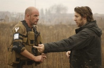 David James e il regista Neill Blomkamp sul set del film District 9