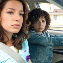 Hannah Hodson e Vanessa Lengies in una scena dell'episodio No Guts, No Glory di Hawthorne