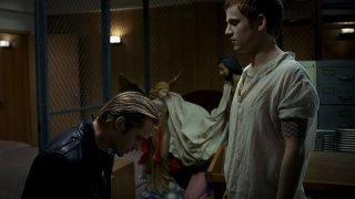 Il vampiro Eric (Alexander Skarsgård) con il suo creatore Godric (Allan Hyde) in una scena dell'episodio 'Timebomb' della serie True Blood